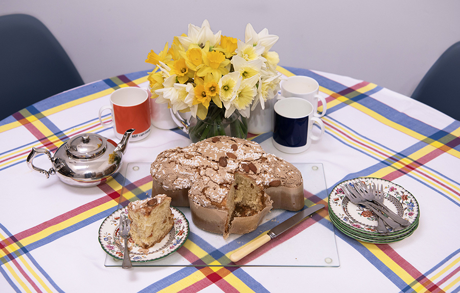 Time to share: daffodils and the traditional Italian Easter cake called 'colomba' (dove).